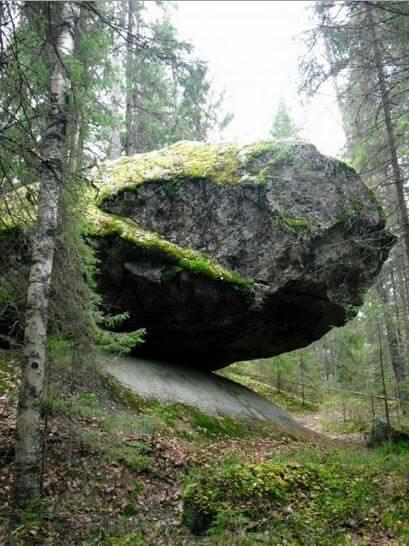 странная скала2