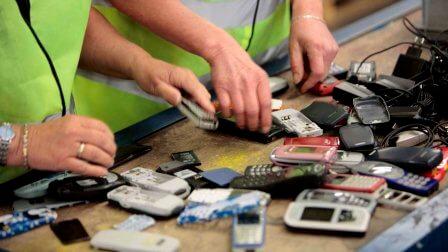Почему в Китае решили добывать золото из старых смартфонов