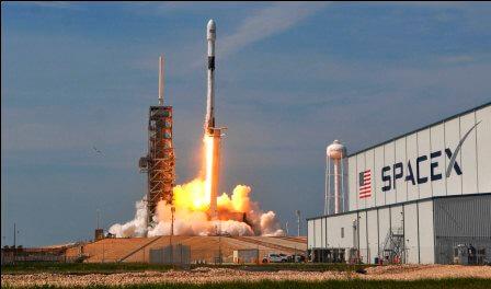 SpaceX с третьей попытки вывел на орбиту 60 спутников для раздачи Интернета!