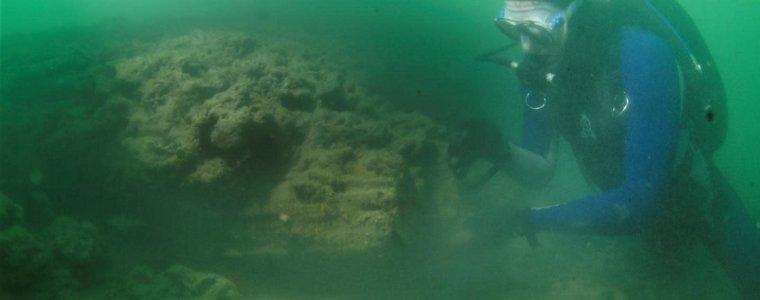 Морские археологи нашли деревянную подводную конструкцию из каменного века