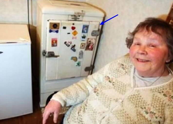 скромный холодильник, которому 77 лет