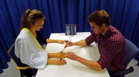 Иллюзия резиновой руки