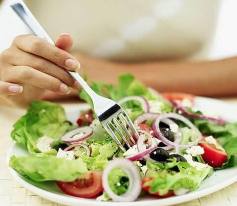 употребляйте сырые овощи