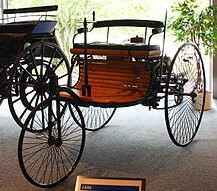Первый серийный автомобиль с двигателем внутреннего сгорания