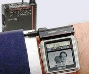 первые в мире часы с телевизором