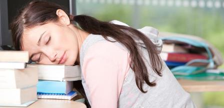 Почему так трудно вставать из постели по утрам