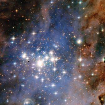 """Телескоп """"Хаббл"""" сделал фото звездного кластера Trumpler 14"""