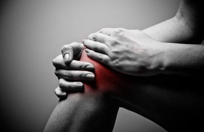 сустав колено боль