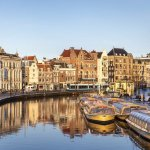 Амстердам медленно разрушается: деревянные сваи не удерживают современные конструкции